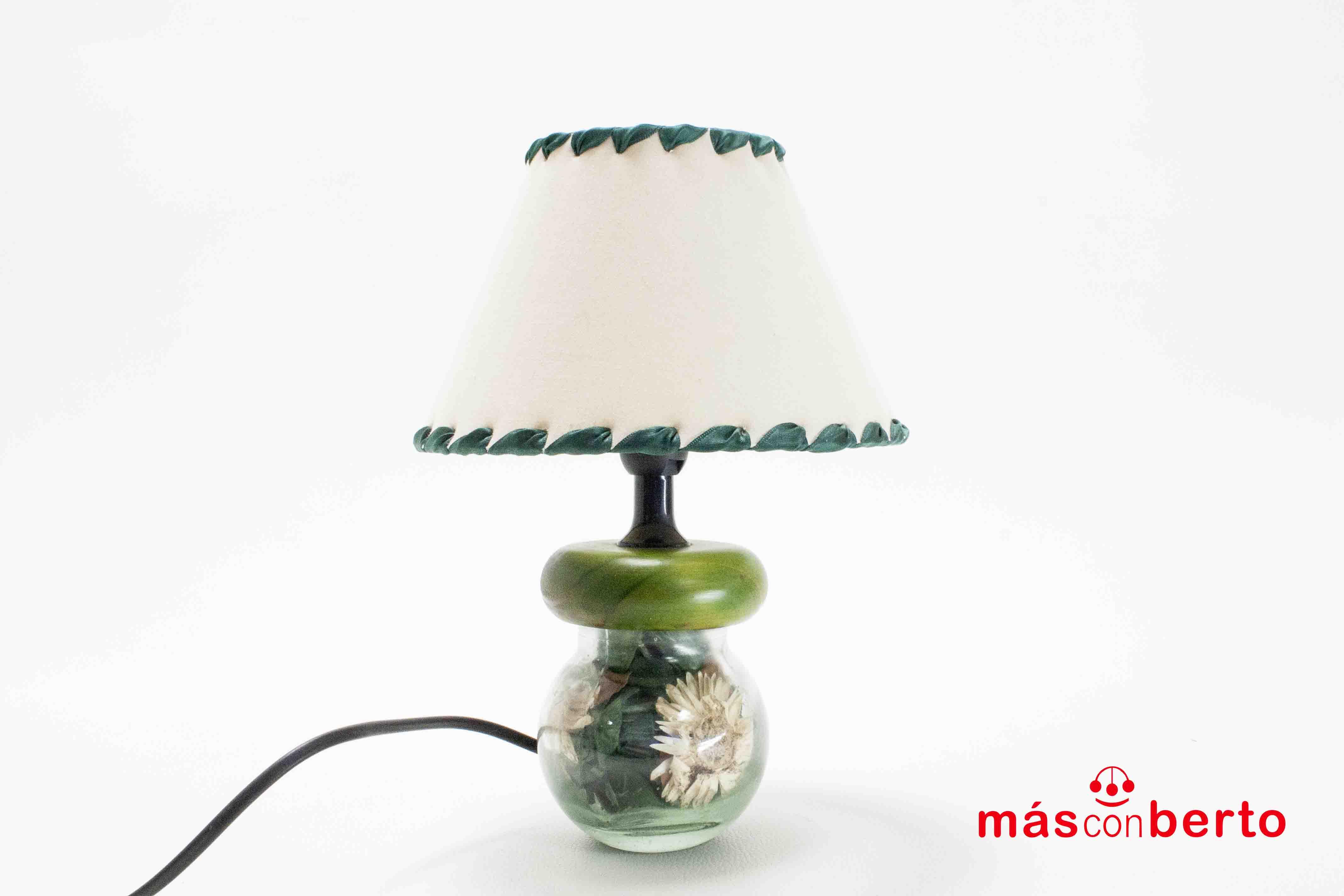 Lámpara de mesa verde