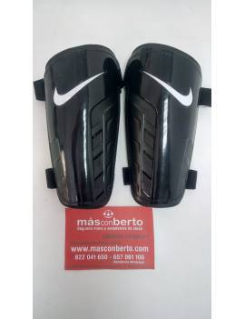 Espinillera Nike talla pequeña
